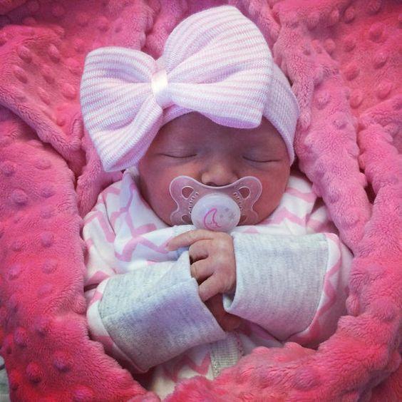 newborn hospital hat with bow tutorial