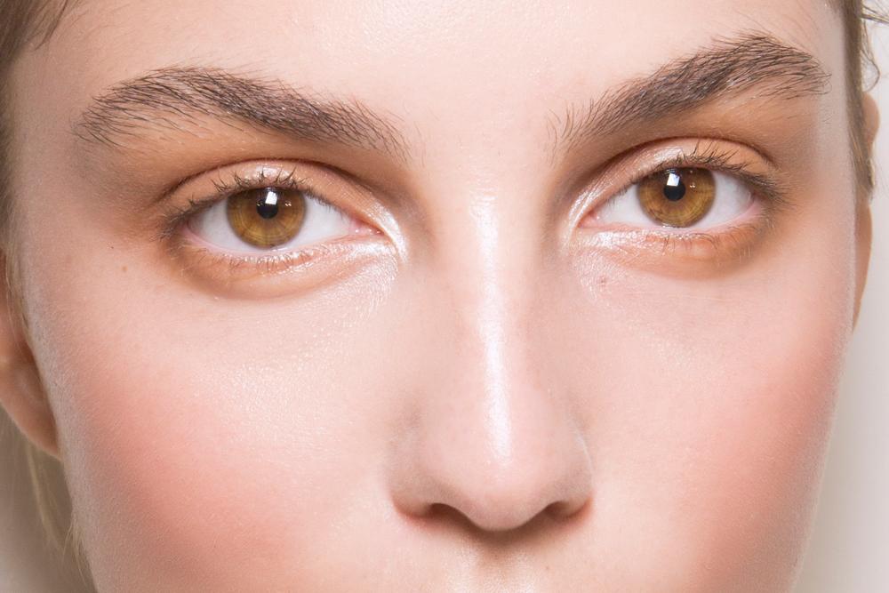 makeup tutorial to make eyes look bigger